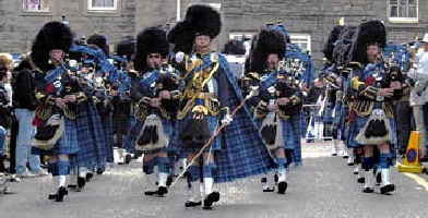 a_pipe-band-edinburgh-marchin